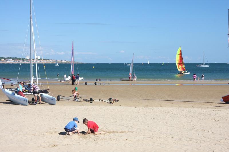 Camping proche de la grande plage des sables d'olonne