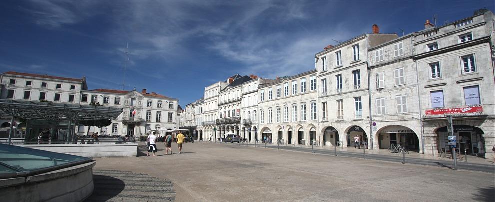 La place centrale de la Rochelle point de départ idéal pour visiter la ville