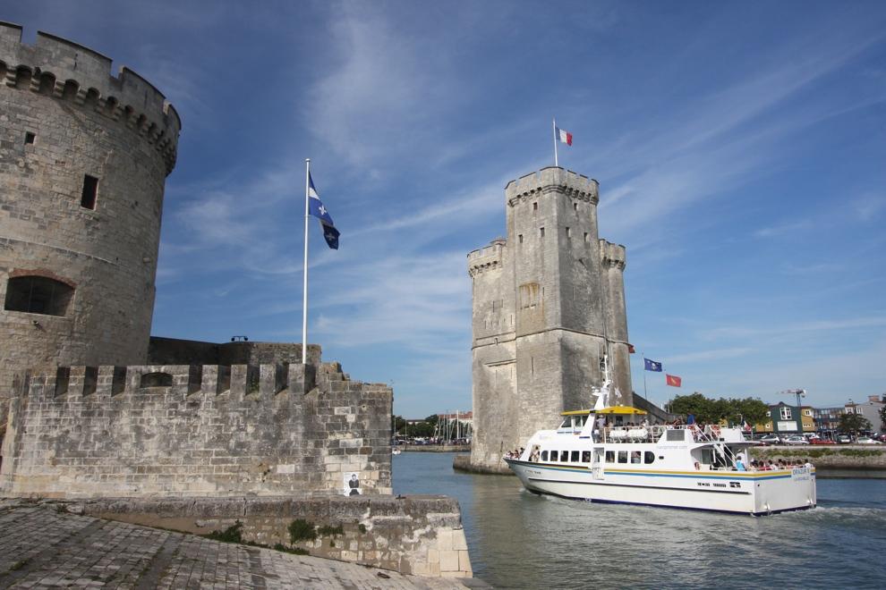 Port de la Rochelle les 2 tours proches du camping le Bosquet